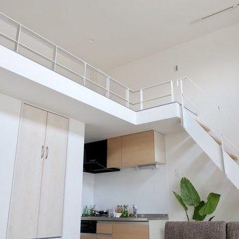 天井が高いって気持ちがいいなぁ〜※写真は反転間取り別部屋、モデルルームのものです。