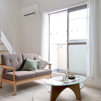 センスいいインテリアで魅せよう※写真は反転間取り別部屋、モデルルームのものです。