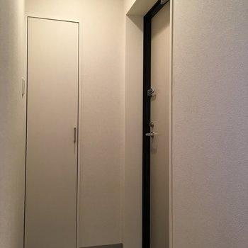 早くかえりたくなりますね。玄関はシンプルでした。 ※写真は3階の同間取り別部屋のものです