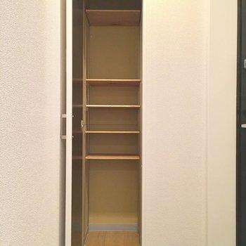 1足ずつと、ブーツや傘などは下へ! ※写真は3階の同間取り別部屋のものです