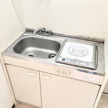 キッチンはとってもコンパクトサイズ。(※写真は4階同間取り別部屋のものです)
