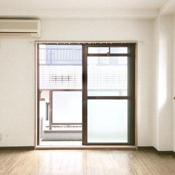 明るいお部屋です♪(※写真は4階の同間取り角部屋のものです。実際出窓はありません。)