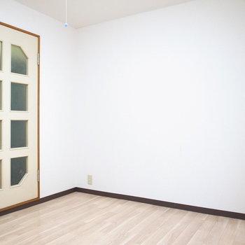 こちらの壁際に家具を置くのがよさそう。