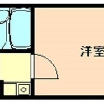 大きな物入れが玄関に。そのぶん、洋室は動線を気にせず家具を置けます。