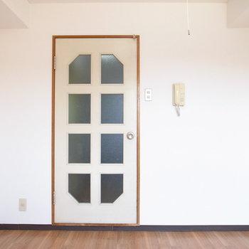 レトロなデザインのドア♪