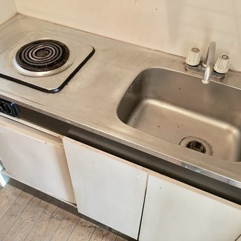 キッチンは必要最低限に使いやすく。(※写真は3階の同間取り別部屋のものです)