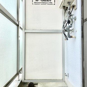 洗濯機置き場はバルコニーです、、(※写真は3階の同間取り別部屋のものです)