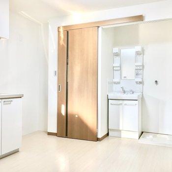 キッチン横には家電スペースもしっかりと。