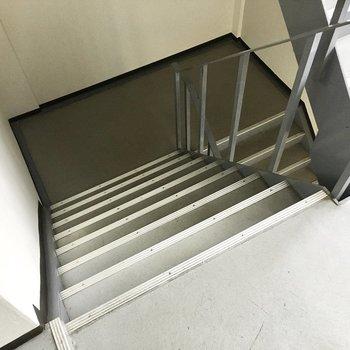 共用部】お部屋まではこの階段で。