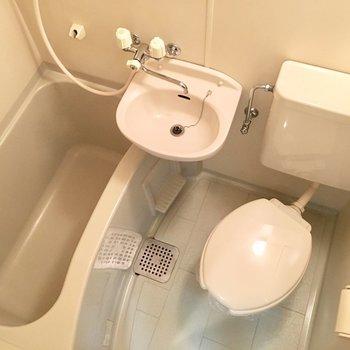お風呂は3点ユニットです。