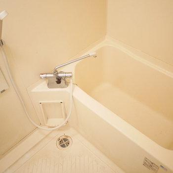 浴室はシンプルだけどきれい!