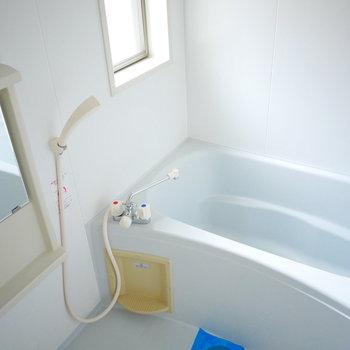 浴室は明るくて清潔感◎!乾燥機も完備
