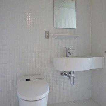 真っ白の空間※写真は別室です。