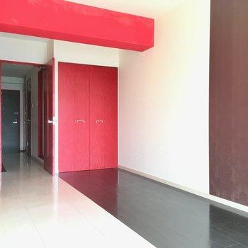 床は2色のモノトーン。かっこいい(※写真は清掃前のものです)
