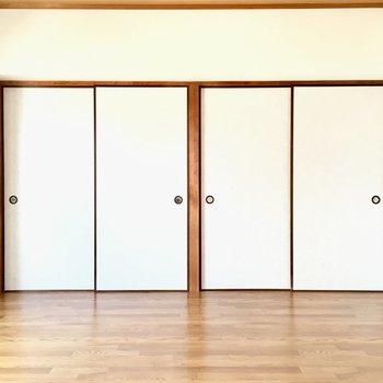 壁一面のドアの先には?