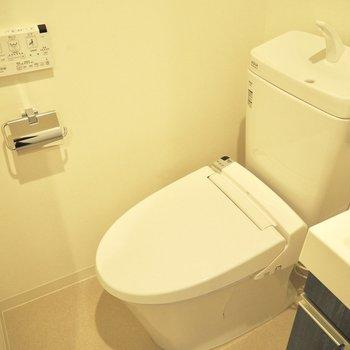 きれいなトイレ※写真は3階反転間取り別部屋のものです