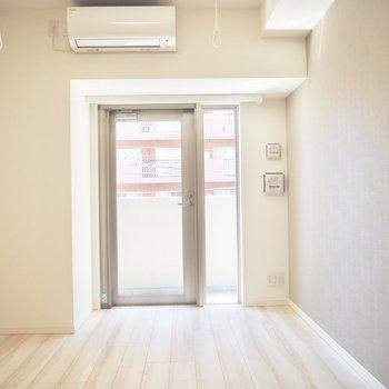 アクセントクロスで空間に面白さをプラス※写真は3階反転間取り別部屋のものです