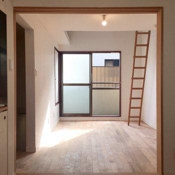 お部屋が2つあって扉を開けるとこの開放感。