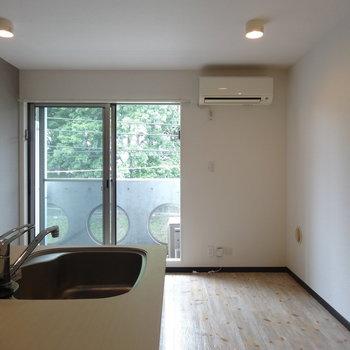 照明の形、かわいいでしょ※写真は4階反転間取り別部屋のものです