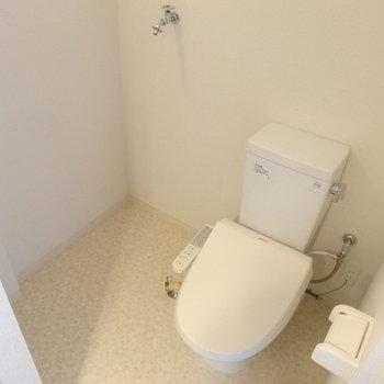 トイレと洗濯機はこちら※写真は4階反転間取り別部屋のものです