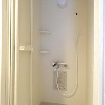 シャワールーム!※写真は4階反転間取り別部屋のものです