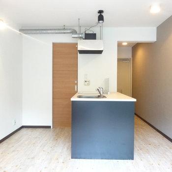 こんなところに厨房!※写真は4階反転間取り別部屋のものです