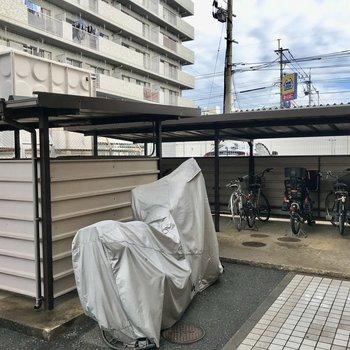 駐輪場もしっかり屋根付き