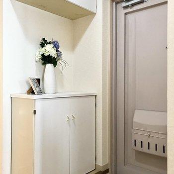 玄関は淡いラベンダーがかわいい(※写真の小物は見本です)