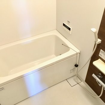 お風呂は追い焚き機能付きでした〜!