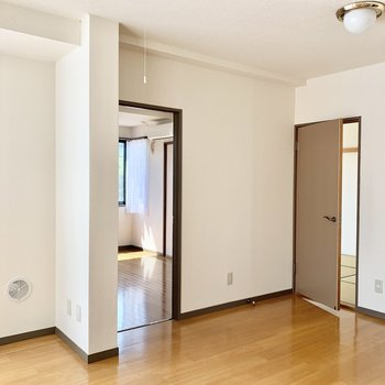 ここから和室と洋室へと行くことができます。