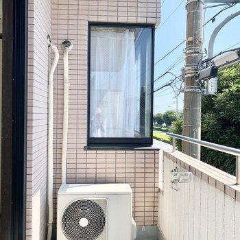 こちら側は自分の窓なので安心ですね。