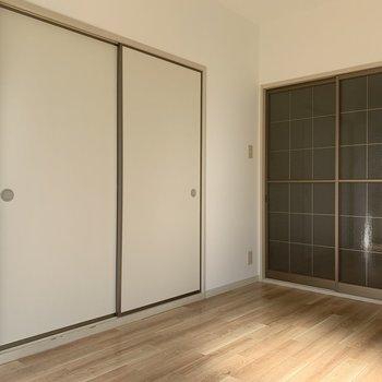 【洋室】左の扉は、