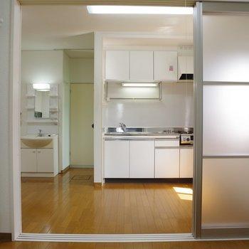 システムキッチンと洗面台