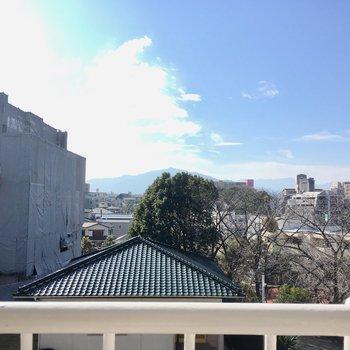 眺望は住宅街。のどかな街だな〜。