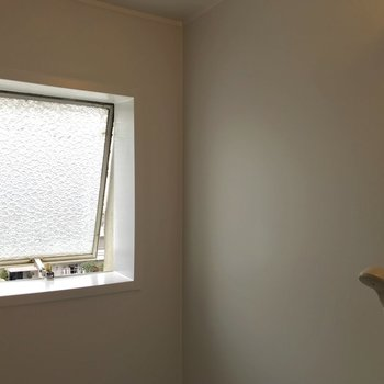 お風呂窓のレトロさに、きゅん。
