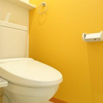 オレンジのトイレがお気に入り◎※写真は同間取り別部屋のものです。
