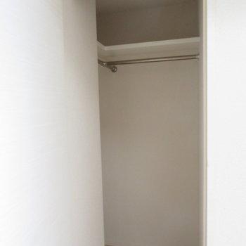 奥にはクローゼットです※写真は同間取り別部屋のものです。