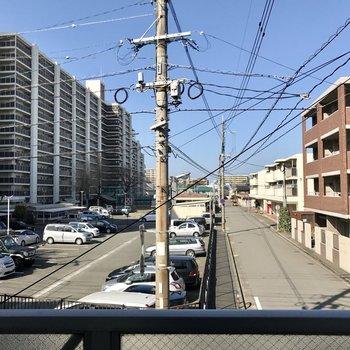 正面にまっすぐ道路が伸びているのでこの眺望が失われる可能性は低いはず!
