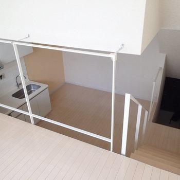 1.5階から1階を見下ろすとこんな感じ。 ※写真は1階の反転間取り別部屋のものです。