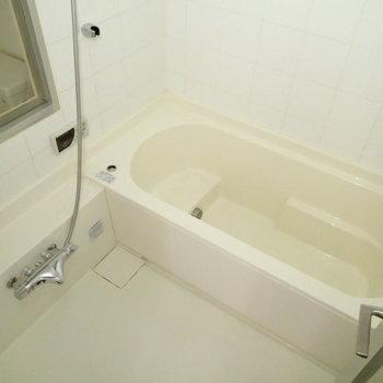 ゆったりしてます。浴室乾燥つき。 ※写真は1階の反転間取り別部屋のものです。