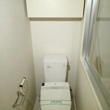 トイレも脱衣所の中にあります。 ※写真は1階の反転間取り別部屋のものです。