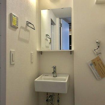 洗面台は、隙間にすっぽりと※写真は前回募集時のものです