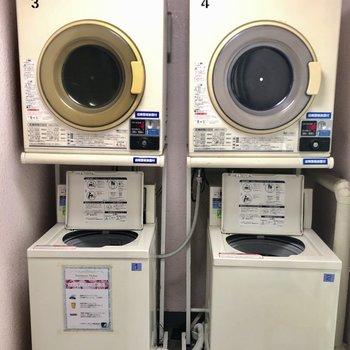 1F共用部にはランドリースペースが!こりゃ洗濯物溜まった日にはありがたい...