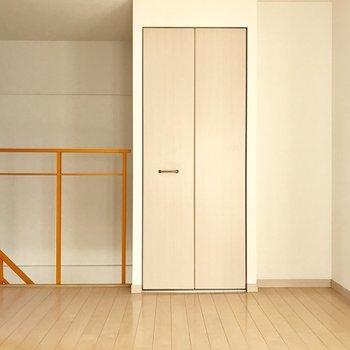 2階の洋室。※写真は1階の反転間取り別部屋のものです