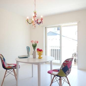 【LDK】ビビッドカラーの家具が合いますね※家具はサンプルです