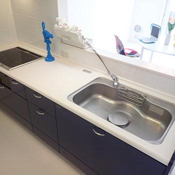 【LDK】お子さんと一緒に料理を楽しめそうな広さですよ。※家具はサンプルです