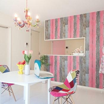 【LDK】可愛らしさと自由さが混ざり合う壁、素敵です。※家具はサンプルです