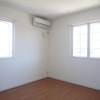 【洋室7帖】2面採光になっています、風と光が気持ち良い。