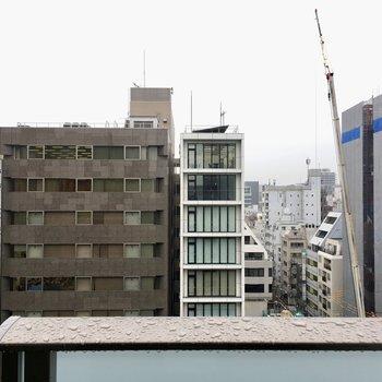 眺望はビルやマンション。
