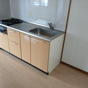 キッチン横に冷蔵庫置けるスペースも◎